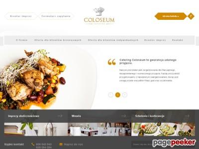 Oferta Catering Coloseum to doskonałej jakości kuchnia z całego świata. Oferta Catering Coloseum skierowana jest do klientów biznesowych i indywidualnych. Dla klientów biznesowych Catering Coloseum oferuje między innymi organizację imprez firmowych, bankietów, szkoleń oraz konferencji. Z kolei propozycja dla klientów indywidualnych to na przykład organizacja wesel, komunii, chrzcin. Catering Coloseum to potrawy najwyższej jakości, które przygotowywane są z najlepszych składników.